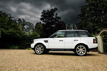 Image of a white range rover sport