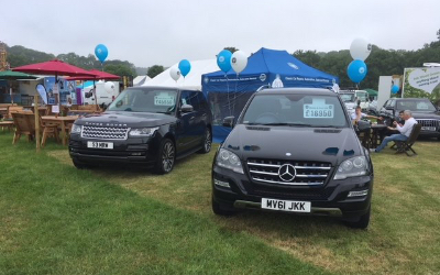 An image of a black Range Rover Vogue and a black Mercedes ML at an event